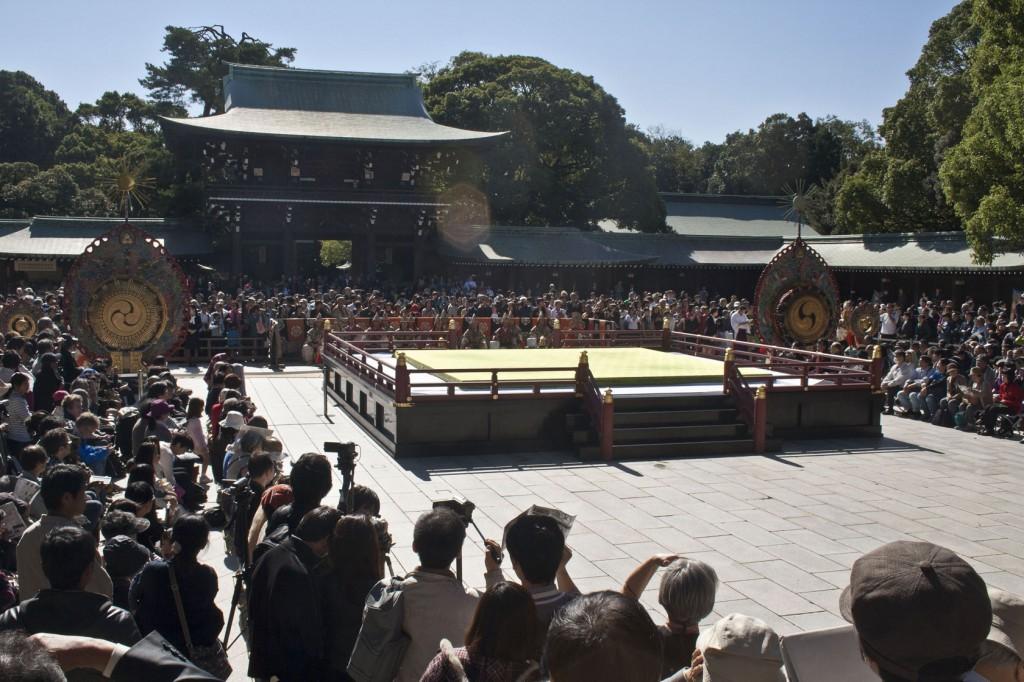 Bühne für Aufführung von stilisiertem Kampf