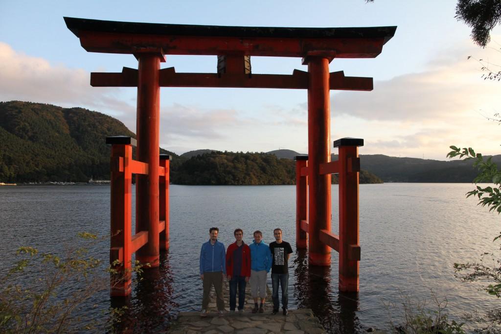 Shinto Schrein am malerischen See